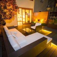 Blick von der Dachterrasse Richtung Küche:  Terrasse von aaw Architektenbüro Arno Weirich