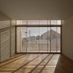 寝室: Atelier Squareが手掛けた寝室です。