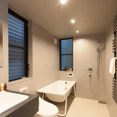 天窓のある家: 高橋直子建築設計事務所が手掛けたサンルームです。