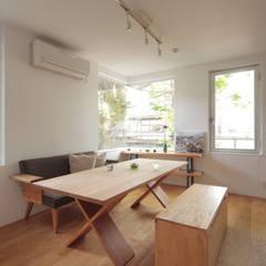 Ruang Keluarga oleh TATO DESIGN:タトデザイン株式会社, Skandinavia