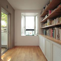 書斎: TATO DESIGN:タトデザイン株式会社が手掛けた書斎です。