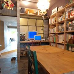 Estudios y biblioteca de estilo  por TATO DESIGN:タトデザイン株式会社