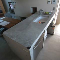 キッチン: Kondohideo Architects co,;ltd.が手掛けた廊下 & 玄関です。,オリジナル