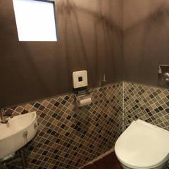 トイレ: Kondohideo Architects co,;ltd.が手掛けた浴室です。,オリジナル