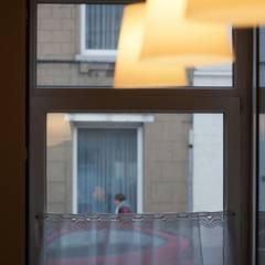 Transformation d'une maison unifamiliale: Fenêtres de style  par Miguel Paternostre