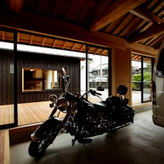 Prefabricated Garage by 小笠原建築研究室, Rustic Wood Wood effect