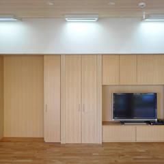 連続トップライト: 田所裕樹建築設計事務所が手掛けた窓です。