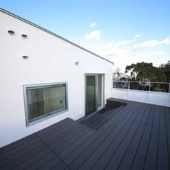 K邸ガレージハウス: 一級建築士事務所・スタジオインデックスが手掛けたテラス・ベランダです。,モダン