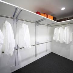 Dressing room by 一級建築士事務所・スタジオインデックス