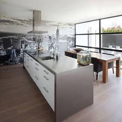 woonhuis S Neerharen:  Keuken door 3d Visie architecten