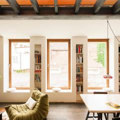 Gewad: Salon de style de style Tropical par atelier vens vanbelle