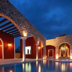 Hacienda Chaká: Albercas de estilo  por Arturo Campos Arquitectos