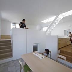 曙橋の家: アソトシヒロデザインオフィス/Toshihiro ASO Design Officeが手掛けたダイニングです。,モダン