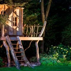 Speelhuis in de tuin voor de kids:  Tuin door Kabaz