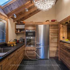 Visite Privée Du0027un Chalet Alpin: Cuisine De Style Par Sandrine RIVIERE  Photographie