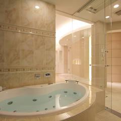 CASA CIELO Y MAR: 菅原浩太建築設計事務所が手掛けた浴室です。
