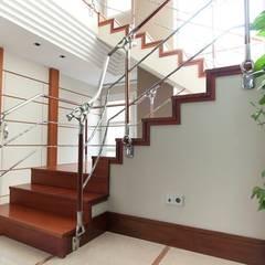 Corridor & hallway by MUDEYBA S.L.