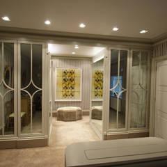 Dressing room with medium antique mirror:  Dressing room by Mirrorworks, The Antique Mirror Glass Company