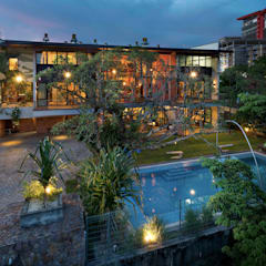 Rumah mampan yang direka berdasarkan ciri-ciri pokok tropika:  Houses by Elaine Wall