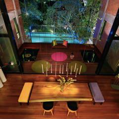 Rumah besar dengan penggunaan tenaga serupa sebuah rumah kecil:  Dining room by Elaine Wall