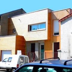 Extension- Surélévation d'une maison (92):  de style  par Philippe Gobin Architecte