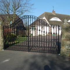 Driveway gate :  Garden by F E PHILCOX LTD