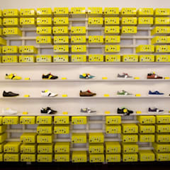 Botas shoes showroom:  Shopping Centres by studio deFORM