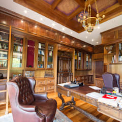 classic Study/office by Liquid Interiors