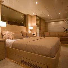 YACHT COUACH - HUBLER: Yachts & Jets de style  par HUBLER, Moderne