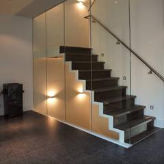 Klingkenberg:  Gang en hal door Frank Loor Architect