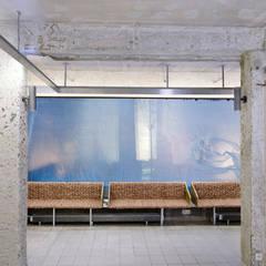 Bank aus recycleten Regalbrettern und geflochtenem Backpapier:  Museen von InteriorPark.