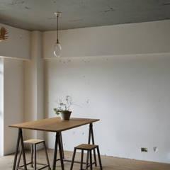 上町の住居: 蘆田暢人建築設計事務所 Ashida Architect & Associatesが手掛けた壁です。,ラスティック