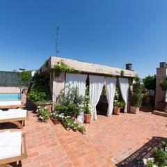 Hiên, sân thượng by Bernadó Luxury Houses