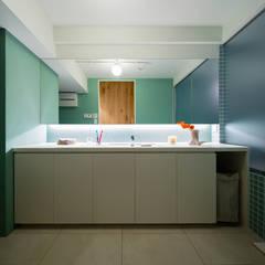 Salle de bains de style  par Nojima Design Office, Moderne