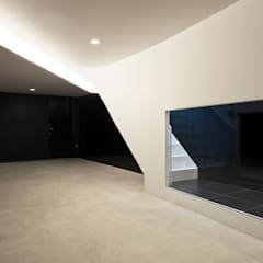 Garage/shed by 岩井文彦建築研究所