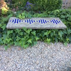 Banco de piedra: Jardines de estilo  de Anticuable.com