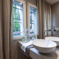 Bathroom by Lucia Bentivogli Architetto
