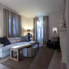 Living room by Lucia Bentivogli Architetto