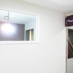 비아캘린더: 6point studio의  서재 & 사무실,모던