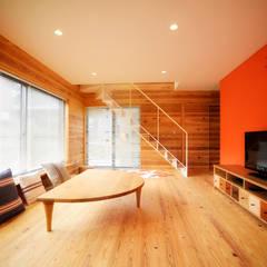 リビング: 長井建築設計室が手掛けたリビングです。