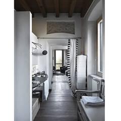 Residenza di campagna: Spa in stile  di Studio Maggiore Architettura