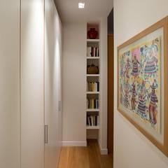 Appartamento a San Paolo - Roma: Ingresso & Corridoio in stile  di Archifacturing