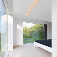 Haus R:  Schlafzimmer von archifaktur
