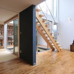 logi-c: 岡村泰之建築設計事務所が手掛けたリビングです。
