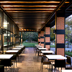 Comedores exteriores:  Dining room by Forma Taller