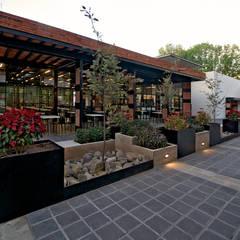 Jardinera de Día:  Garden by Forma Taller