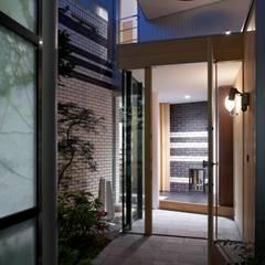 บ้านและที่อยู่อาศัย โดย 有限会社加々美明建築設計室, ผสมผสาน