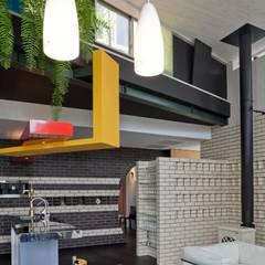 ห้องทานข้าว โดย 有限会社加々美明建築設計室, ผสมผสาน