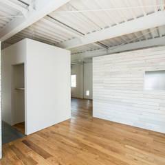 MIYAHARA-U: 建築設計事務所 可児公一植美雪/KANIUE ARCHITECTSが手掛けた小さな寝室です。