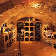 Weinkeller: rustikaler Weinkeller von wagner projekt gmbh